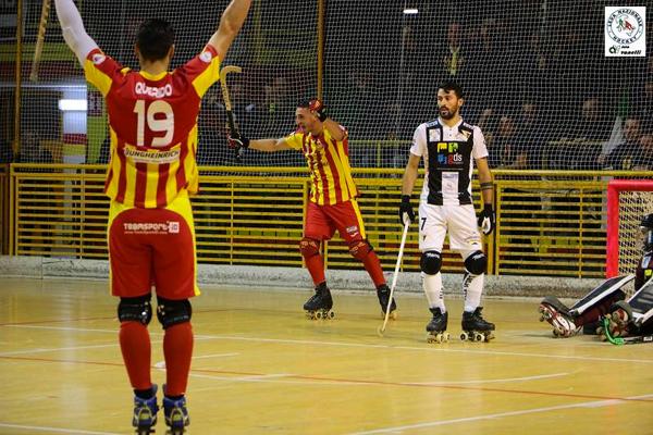 Foto di Alberto Vanelli con il festeggiamento del gol del Lodi
