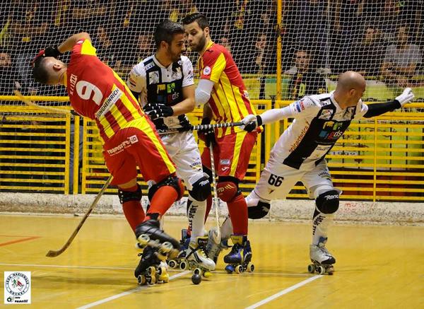 Foto di ALBERTO VANELLI con lo scontro di gioco tra Illuzzi (Lodi), Costa (Viareggio), Ventura (Viareggio) e Querido (Lodi)