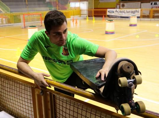 Català si riscalda nel primo allenamento stagionale (Foto Vanelli)