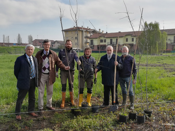 Il presidente di SAL Antonio Redondi, il direttore generale di SAL Carlo Locatelli, anche in rappresentanza del Rotary Adda Lodigiano, con il presidente e il consulente scientifico del Parco Adda Sud, rispettivamente Silverio Gori e Riccardo Groppali.