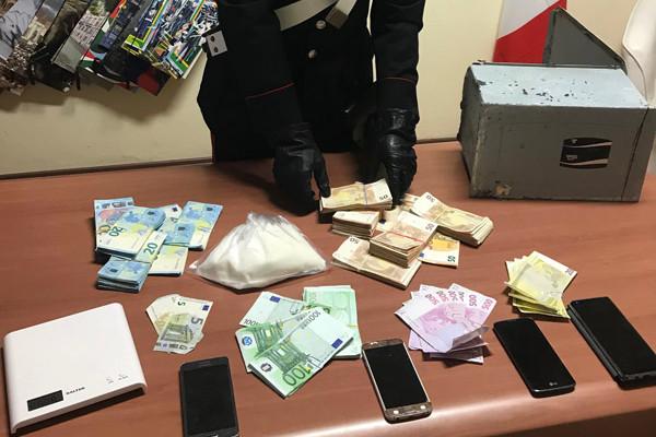 carabinieri-cocaina-soldi-arresto