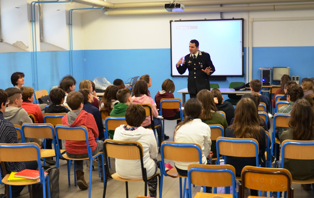carabinieri-sacchetti-scuola