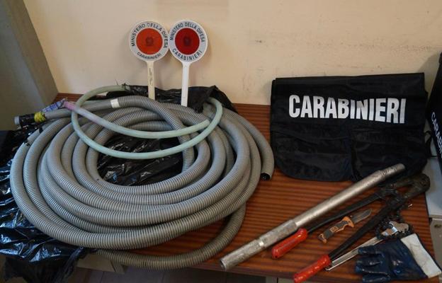 carabinieri-tubo-furto-gasolio