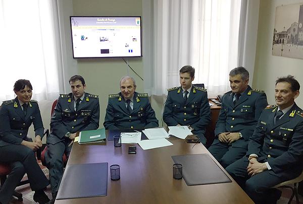 Al centro il comandante provinciale della Guardia di Finanza di Lodi, Col. Massimo BEnassi