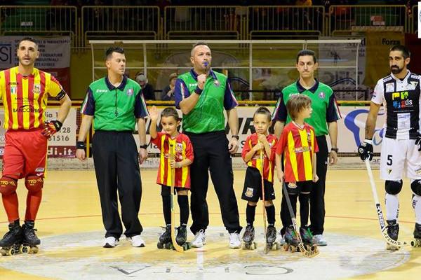 Foto di Alberto Vanelli con i due capitani Illuzzi e Palagi prima della gara di campionato Lodi-Viareggio