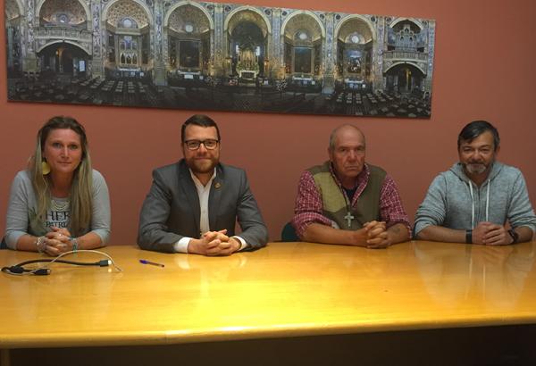 Al centro l'assessore Alberto Tarchini con il presidente dell'associazione Barcaioli e Lavandaie, Beppe Boriani