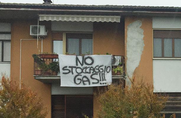 no-stoccaggio-gas-cornegliano-balcone-striscione